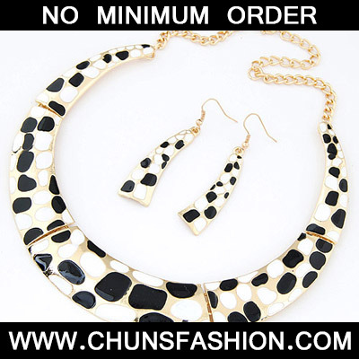 Black & White Leopard Pattern Jewelry Set